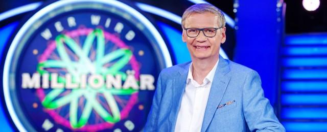 """Als am 3. September 1999 """"Wer wird Millionär?"""" an den Start ging, hätten sich wohl die Wenigsten träumen lassen, dass die Quizshow auch 20 Jahre später noch auf Sendung sein würde. In vielen anderen Ländern ist das Format längst Geschichte, doch in Deutschland erfreut es sich - vor allem dank"""
