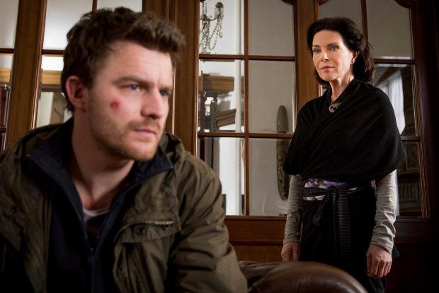 Der namenlose Held (Friedrich Mücke) sucht Hilfe bei der Psychologin Dr. Wieland (Gudrun Landgrebe)
