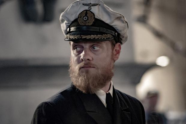 Stefan Konarske als U-Boot-Kapitän Ulrich Wrangel