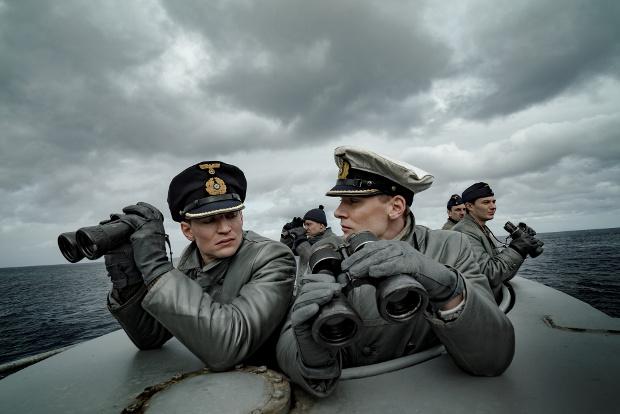 Zwischen Kapitänleutnant Klaus Hoffmann (Rick Okon, r.), und seinem 1. Wachoffizier Oberleutnant zur See Tennstedt (August Wittgenstein, l.) kommt es immer wieder zu Konflikten.