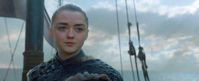 """... dazu kommen die überragenden Quoten, die """"Game of Thrones"""" mit der achten und letzten Staffel bei den Fernsehausstrahlungen weltweit erreicht hat, und die Tatsache, dass die finale Staffel gerade erneut zur """"am meisten illegal heruntergeladenen Fernsehserie"""" des Jahres """"gekürt"""" wurde. Daneben wurde technisch in der achten Staffel für eine Fernsehproduktion erneut die Grenze nach außen verschoben, so dass es auch für die finale Staffel zu 12 Emmys reichte - insgesamt kommt das Fantasy-Epos somit auf den Rekordwert (für eine fiktionale Serie) von 59 Emmys, der wohl lange Bestand haben wird."""