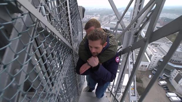 Joko und Klaas besteigen den Berliner Funkturm.
