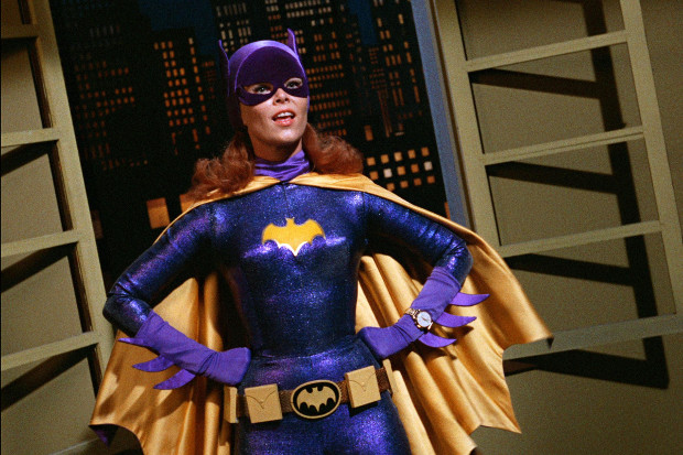 Yvonne Craig ist Batgirl