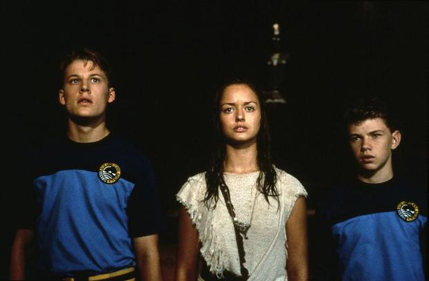 """Die Hauptcharaktere von """"Ocean Girl"""": (v.l.) Jason (David Hoflin), Neri (Marzena Godecki) und Brett (Jeffrey Walker)"""