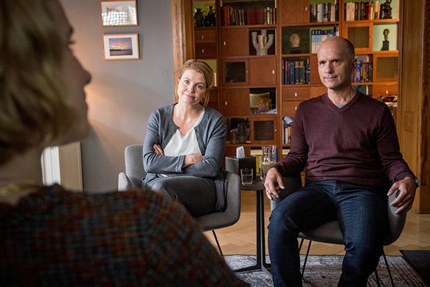 Bei einer Paartherapie kommen die Beziehungsprobleme von Anne und Erik zum Vorschein.
