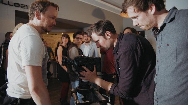 Regisseur Marc Schießer (m.) mit Crewmitgliedern